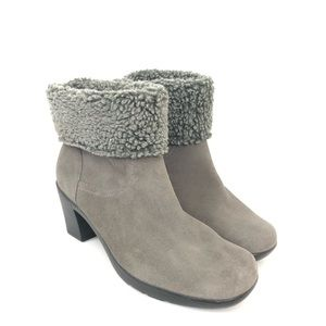 Clarks Womens Size 8 Gray Suede Faux Fur Boot